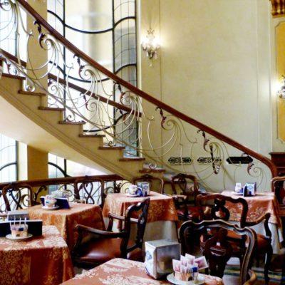Salotto con la scala caffè Torino